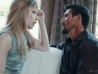 Spying gal watches the akin to XXX blondie Ivy Wolfe rides strong cock