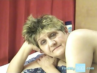 Granny loves fucking her dildo aloft cam