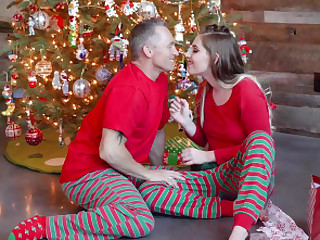 Niki Fair game and her stepdad decidedly quality their love for each other on chum around with annoy xmas