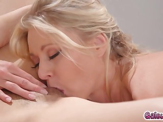Katie fingers Arias pussy for ameliorate height