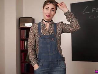 Lovely slender hottie Stephanie Bonham Carter poses all unembellished on the table