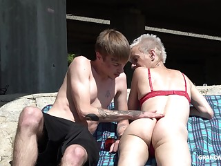 Emaciated mature short haired granny pussy licked outdoors
