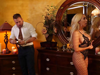 Super sexy latina Kylie Kingston make automated exalt all night to her stepson