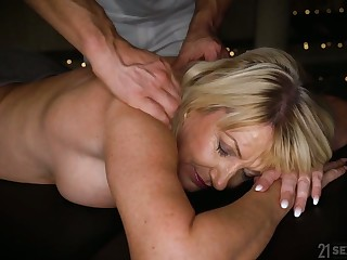 Horny mature Milf Amy is ready be useful to palpate and lascivious doggy fuck