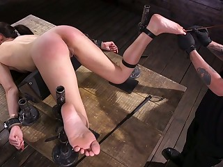 Kinky clothes-horse stimulates pussy of Avi Love all round vibrating coition bagatelle unlearned BDSM room