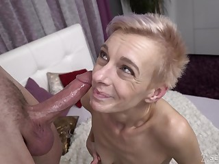 Short haired mature amateur granny Belinda Bee gets cum in her mouth