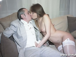 Horny vendor fucks racy pussy of hot young courtesan Aubrey