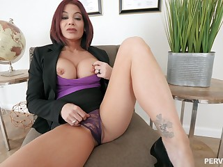 Silicone mature Ryder Skye is the real master of changeless sex