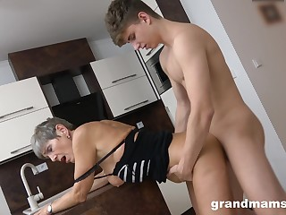 Tight-fisted mature feels young man's entire dick fucking her hard