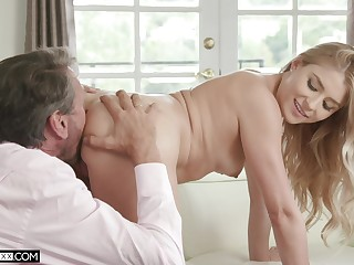 Soft pussy licking drives step daughter earn shagging daddy