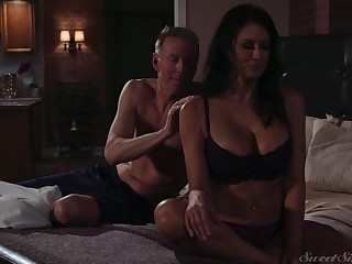 Gorgeous milf Reagan Foxx gets fucked and jizzed by horny beau