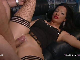 Hardcore fucking on the drop out of sight sofa concerning a VIP with an increment of Priscilla Salerno
