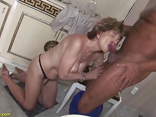 Flimsy 70 years old mom anal sex with a boyfriend
