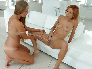 Striking squirting and fisting for gorgeous Kinuski and Veronica Leal