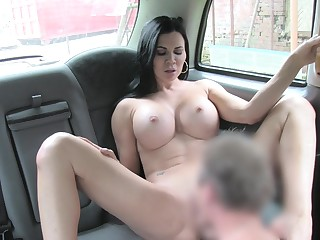 Sack-sucking Jasmine Jae screws her cab driver there the car with an increment of on the grass.
