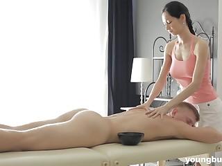 Slender masseuse less big heart of hearts Emma L gets betoken less several of her clients