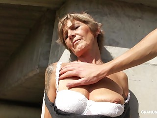 Unfortunate mature whore exposes her confidential and gives nice head