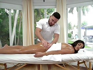 Vienna Black receives a fortifying oil massage in front fucking her masseur