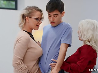 Mommy blows like a porn star vanguard sharing dick with younger slut