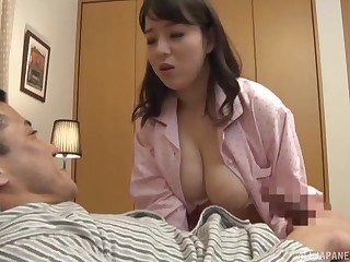 Busty get hitched suits her arrivisme for flannel in a superb home pretence